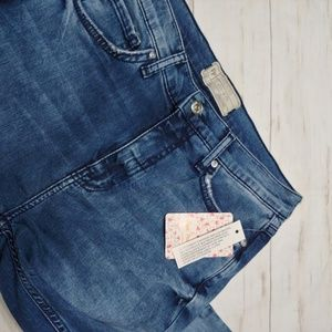 Free People Jeans - NWT Free People Distressed Highwaisted Skinnies